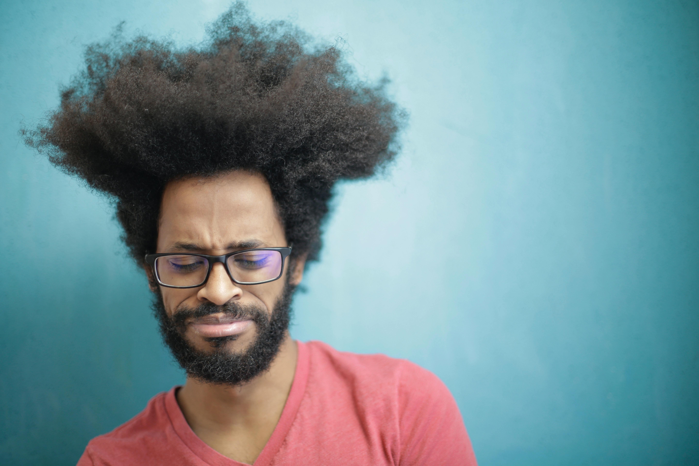 朋友有没有试过假发?我想买一个假发看看,最近掉发严重,想问下西安市哪里定做假发?